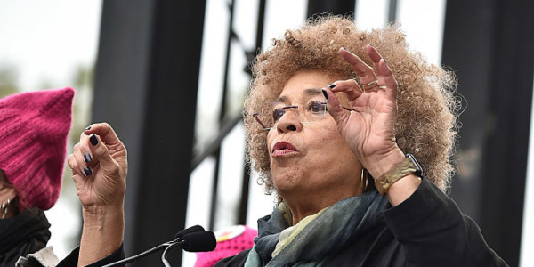 Angela Davis durante seu discurso na Women's March. Foto: Getty Images