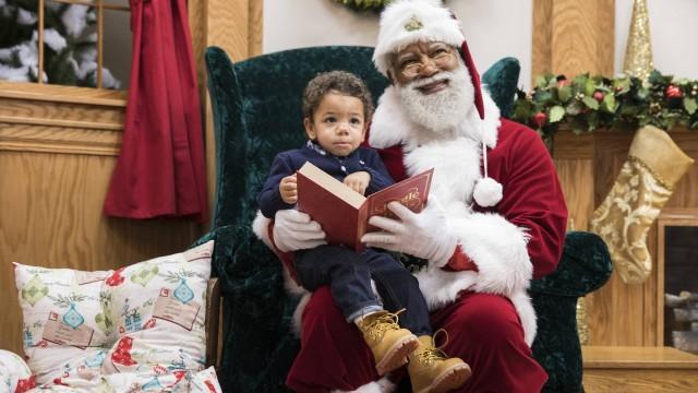 Papai noel negro no natal do maior shopping dos EUA. Foto: Reprodução / Leila Navidi / AP